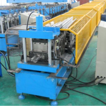 Door frame roll forming machine with Gear transmission and non stopping cutting system