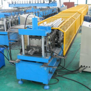 The gear box transmission and hydraulic cutting system door frame roll forming machine