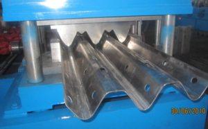 three waves guardrail roll forming machine