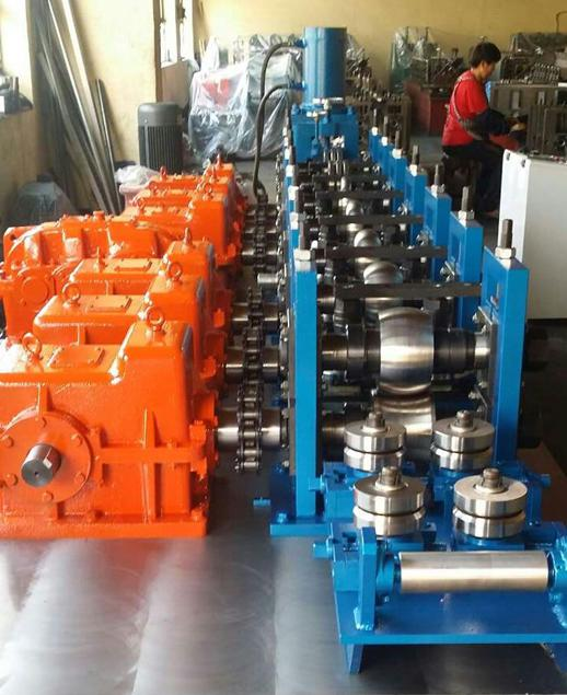 Metal bolting roll forming machine