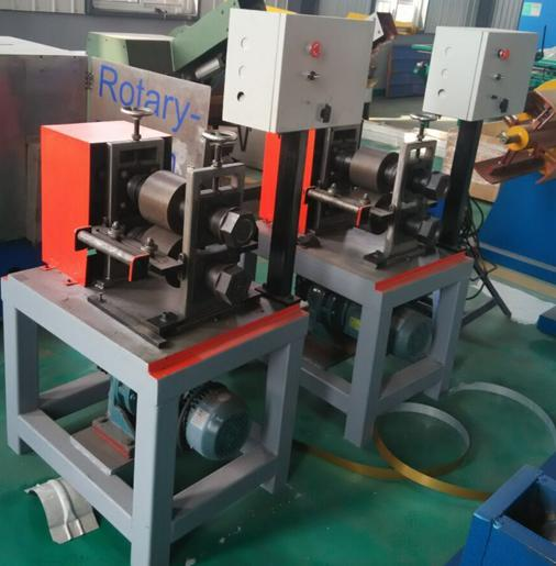 Metal knurling machine for metal roll forming machine