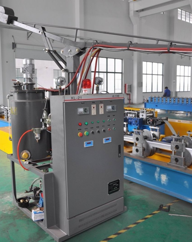 PU foamed roller shutter door roll forming machine