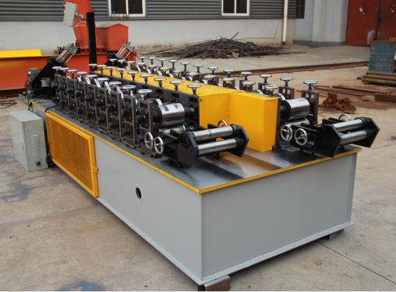 Double sizes high speed omega channel roll forming machine