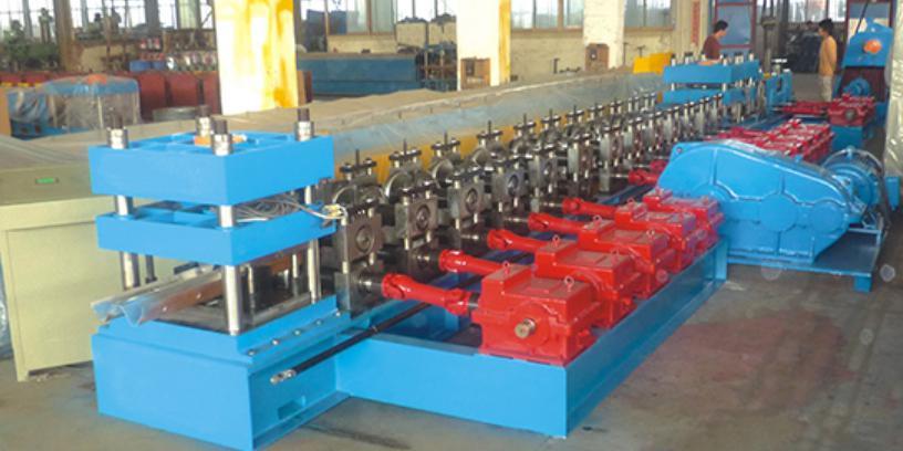 W-beam/guardrail roll forming machine