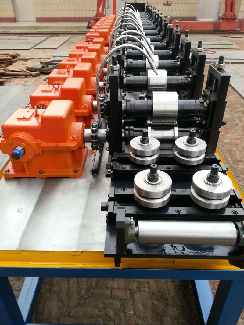 Water cooling down system of roll forming machine