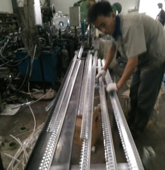 ZHONGTUO factory engineers visit the customers 's workshop to check the light keel machines working condition