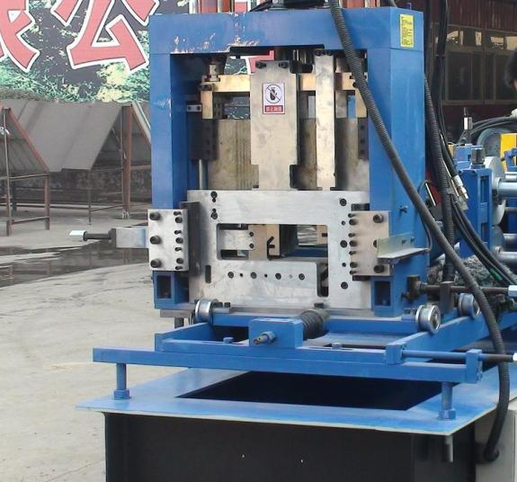 The cutting method of the CZ purline roll forming machine