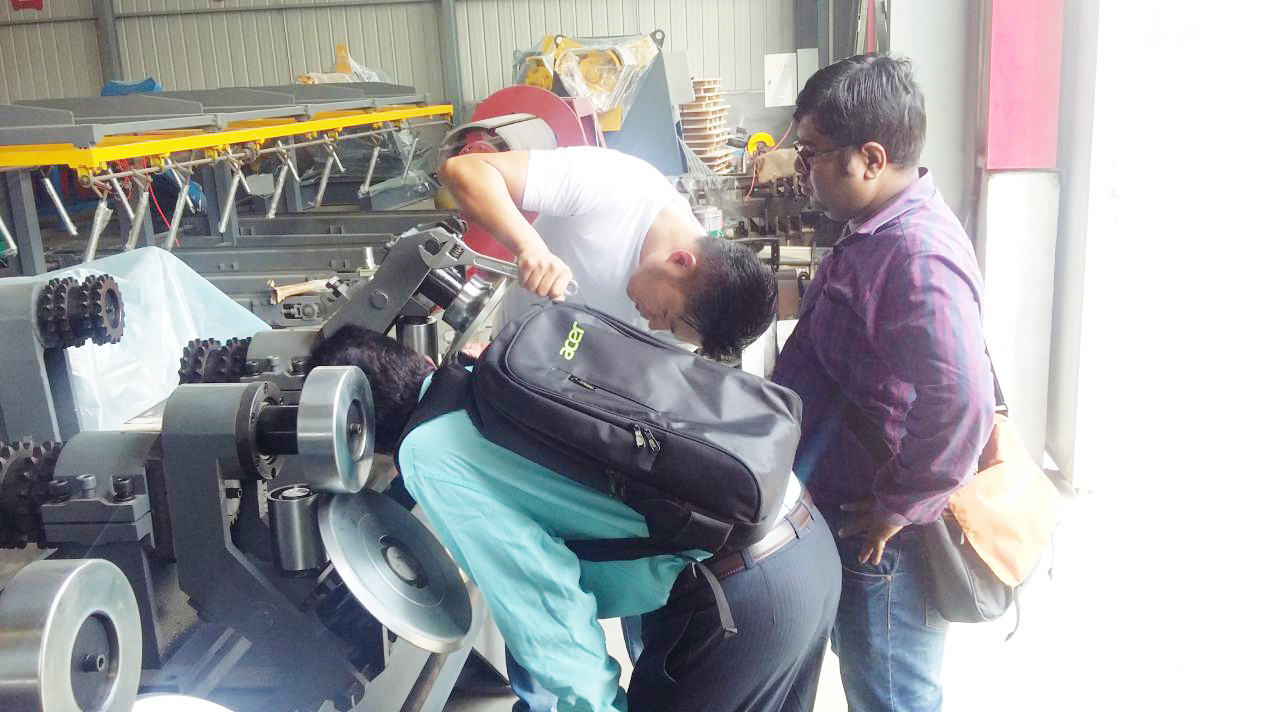 Indians customer came our factory to test the cz interchange purlin roll forming machine