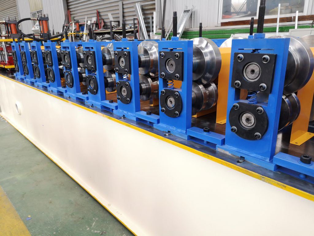 Combined Omega and U channel roll forming machine